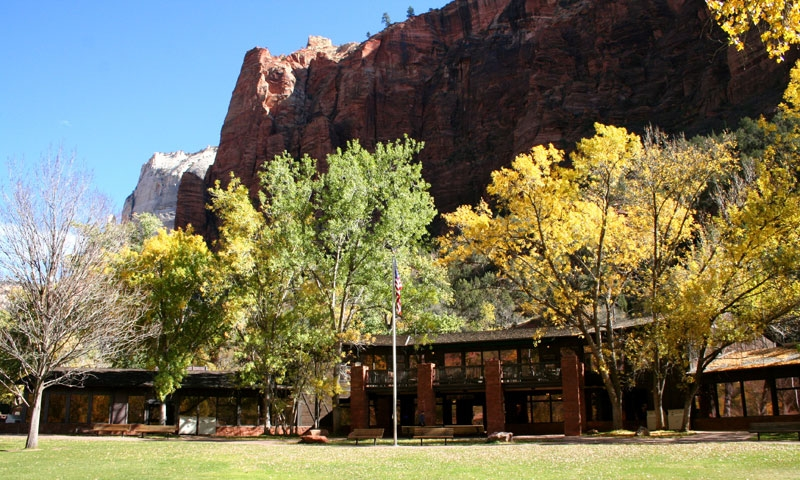 Lodging in zion national park hotels lodges for Cabin zion national park